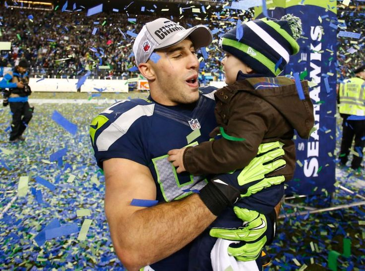 SO CUTE! #GOHAWKS!! Seahawks safety Chris Maragos and his child on the field as the confetti falls.
