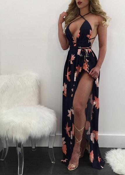 Vestido longo, desenvolvida em tecido com estampa floral. Modelo possui decote v, aberto nas costas e com fenda. Peça super estilosa perfeito para este verão !