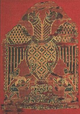 Textile Fragment with Double-Headed Eagles Islamic (Spain), 12th century. Silk. 29Í19 cm Achat à Chamonton, 1906. Inv. 28003. Musée des Tissus, Lyon.