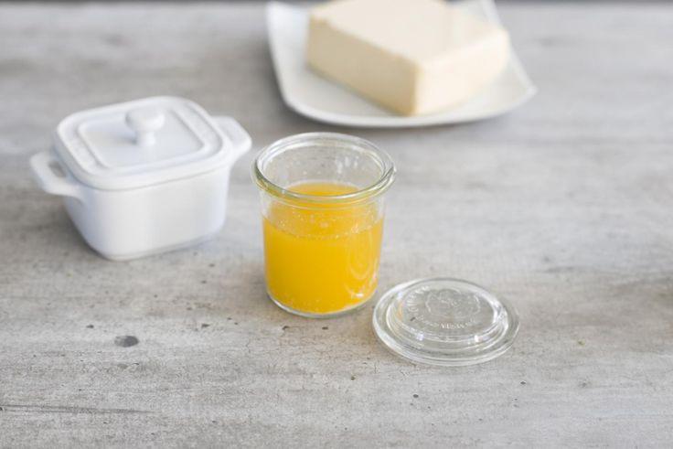 Mit brauner Butter, auch Nussbutter oder bayerisches Olivenöl genannt, bekommen Speisen ein herrlich nussiges Aroma. Das ist ideal für Fisch, Gemüseund Paniermehl (Semmelbrösel). Die Butter ist ruck,zuck selbstgemacht und im Kühlschrank ca. vier Wochen haltbar.