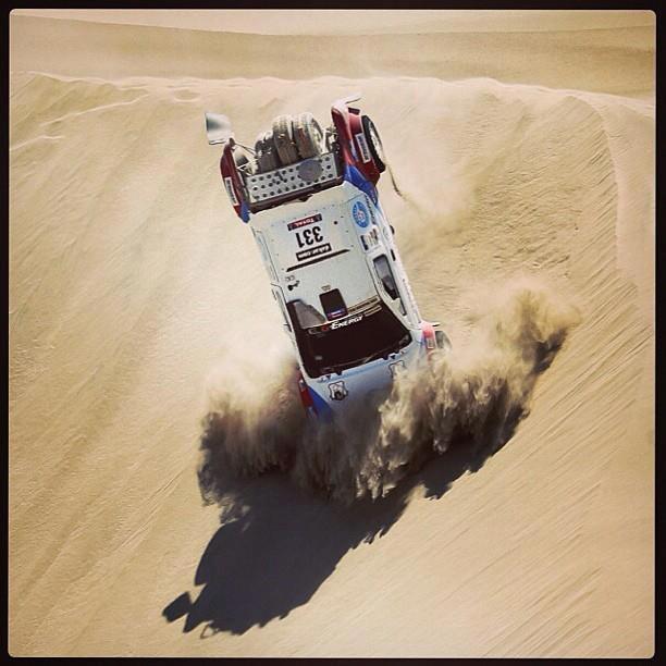 Choque del #331, Vladimir Vasilyev en las dunas de Ica en la Etapa 3 del DAKAR 2013