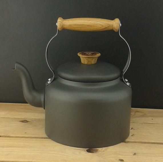 Fancy a brew? Traditional 3.5 pint Kettle, £119.99 What a beautiful kettle! Can be used on all hobs. #handmade #NethertonFoundary #BuyFrom