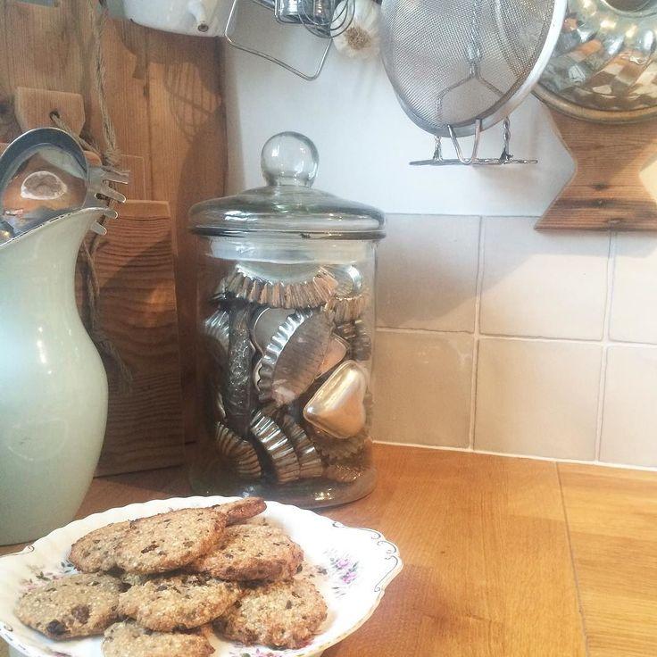 Trouwjurk bij de coupeuse  Dus weg met de ongezonde koekjes . #healtyfood #havermoutkoekjes #weddingdress by melissasplinter