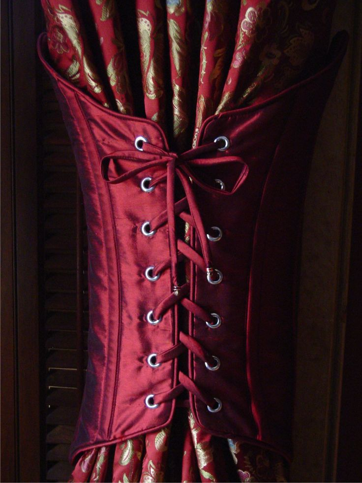 Details Pattern Company: Corseted Tieback. Reminiscent of feminine corsets, it laces up the front through grommets. http://www.detailspatterncompany.com/images/corset_close_up.jpg
