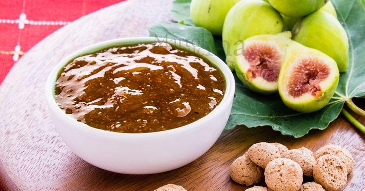 La confettura di fichi all'amaretto è semplice da preparare e golosa sia da spalmare sul pane o le fette biscotte o le crostate sia da servire con formaggi.