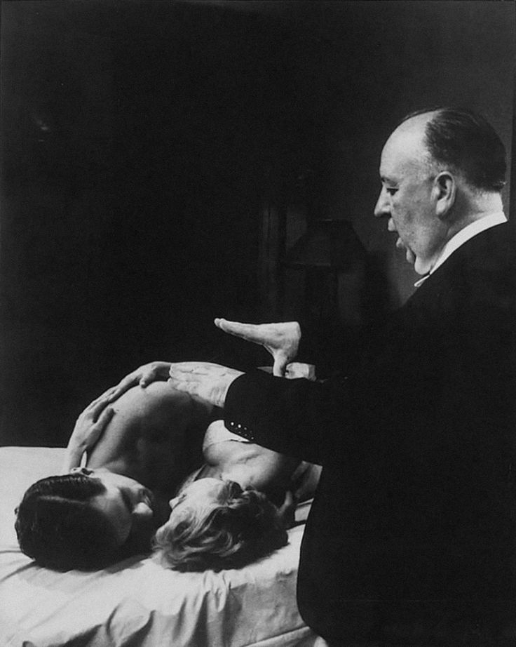 snowce: Alfred Hitchcock dirigir John Gavin y Janet Leigh que cae sobre el rodaje de Psicosis (1960)