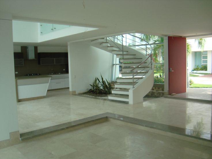 Otra vista de de la sala comedor se puede apreciar que for Salas con escaleras