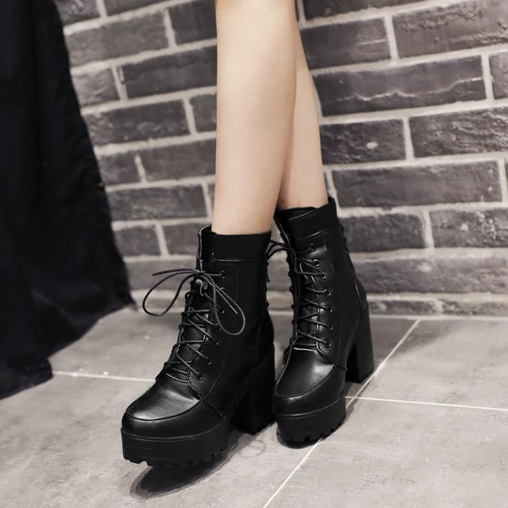 (28.82$)  Watch now - http://ai9b3.worlditems.win/all/product.php?id=32415465266 - Military Boots Women Round Toe Rivet Lace-up Thick Heel Platform Shoes Breathable Pu Leather Wide Ankle Boots Martins Boots 2016