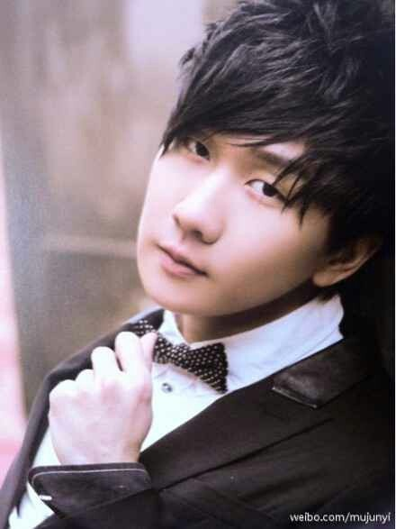 JJ Lin:) He has such a beautiful singing voice, I could listen to him forever. <3<3<3 0_0