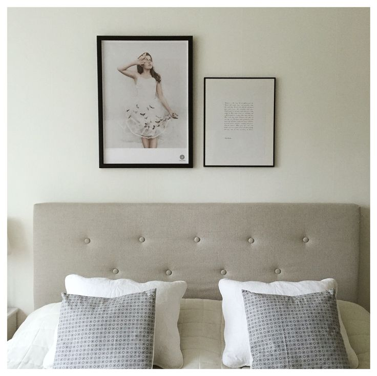 Nya kuddar i sängen o nya tavlor på väggen.
