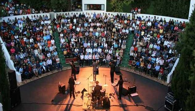 Oude Libertas Summer Season Festival    Catch this series of Stellenbosch music concerts showcasing some of the finest musical talent around.  http://www.capetownmagazine.com/events/oude-libertas-summer-season-festival/11_37_55991