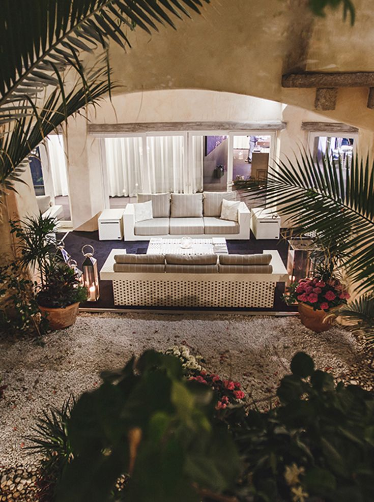 The Fendi and Rolls Royce event, which took place in Porto Cervo - Sardinia. A location full of glamour and style that Fendi Casa enriched with furnishing and decorations masterfully combined to create a sophisticated and contemporary lifestyle #fendicasa #fendi #rollsroyce #avax #avaxdeco #furniture