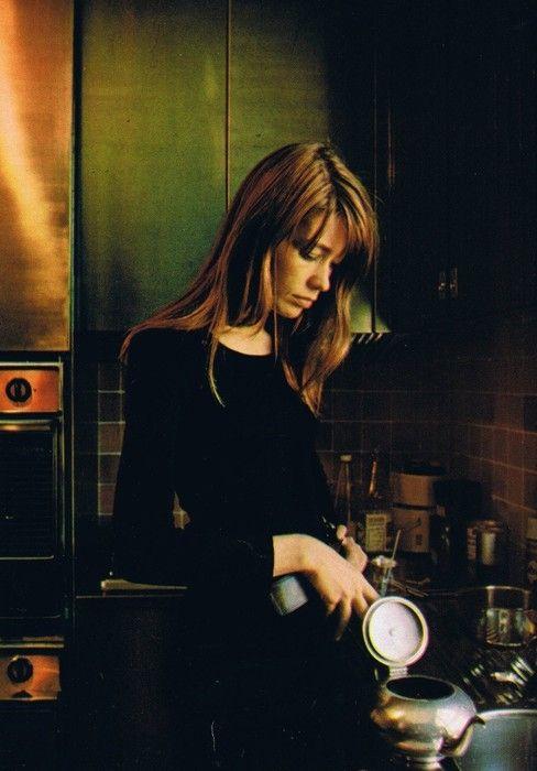 Françoise Hardy making tea