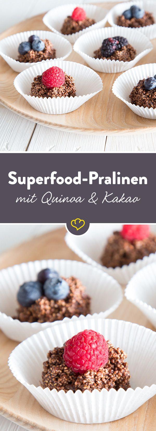 Ja, es gibt sie tatsächlich - gesunde Pralinen. Die Basis: Quinoa Crispies. Zusammen mit Kakao und Erdnussbutter eine Superfood-Süßigkeit.