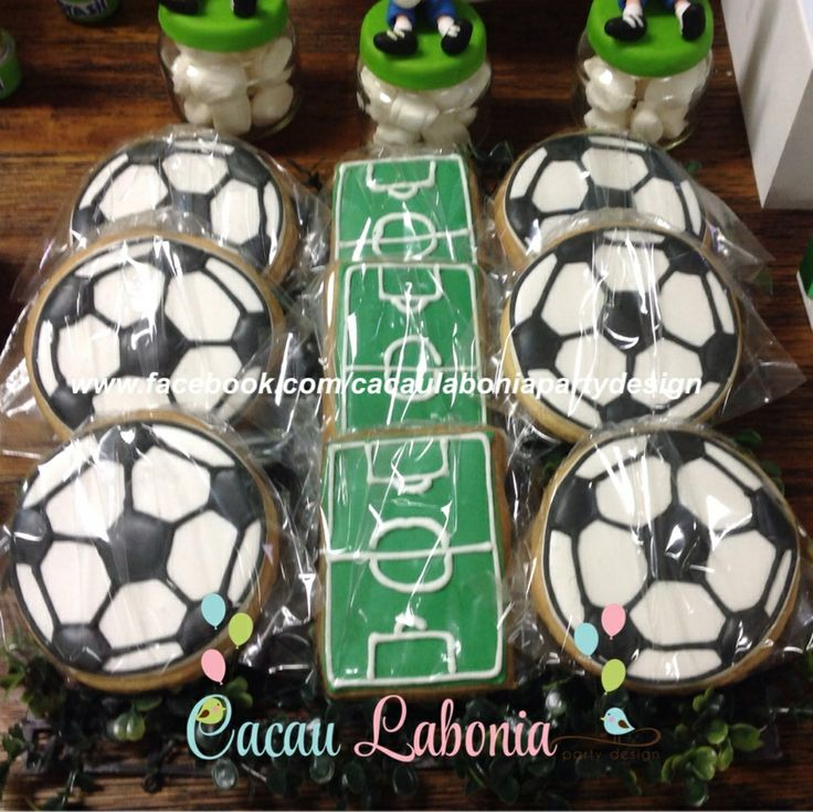 Bolachas decoradas em form. de bola e de campo!  Festa do Brasil, Brazil Party, Festa da Copa, Cup Party