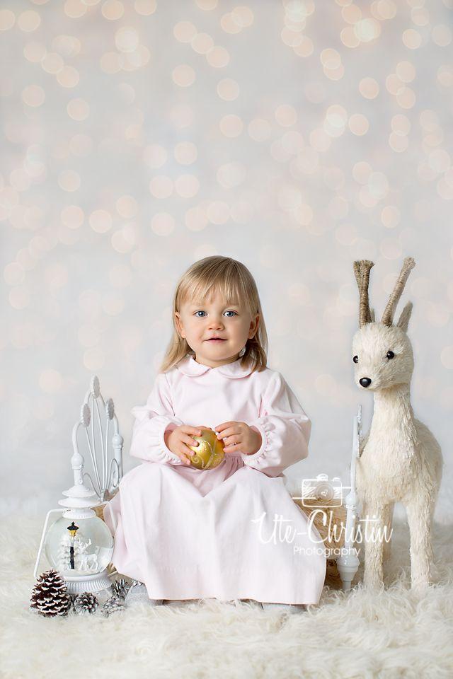 White holiday session studio set up. Ute-Christin Photography #whiteonwhite #holidaystudiosession #childrenphotography