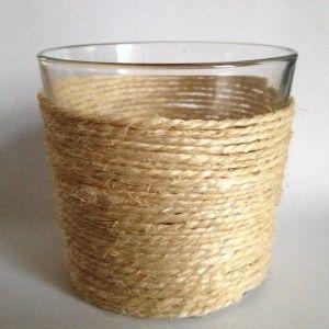 DIY waxinelicht met touw van oud glazen potje waar groenten of kaars in heeft gezeten.