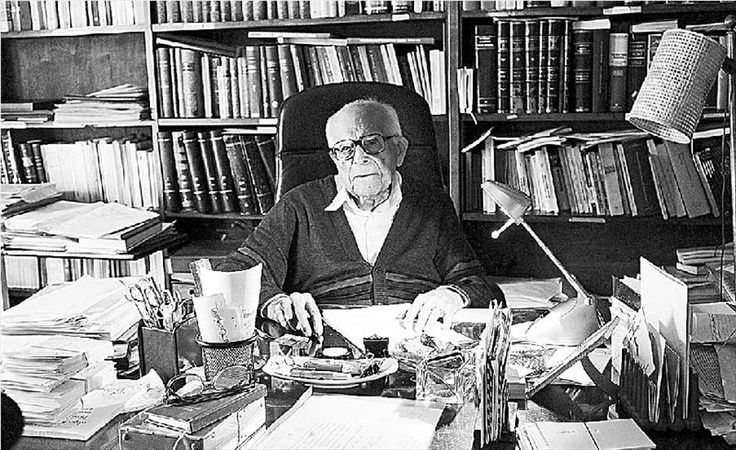 Emmanouel Kriaras ( 1906 - ........ ) Maybe one of the last gtreat teachers. Greek lexicographer, philologist and Emeritus Professor , Faculty of Philosophy , Aristotle University of Thessaloniki .His work encompasses all the matters of the Greek Language and Greece itself .