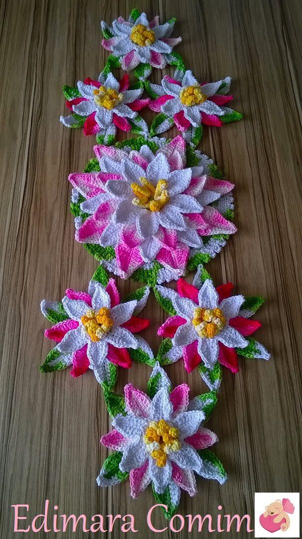 Mais um trilho de mesa feito com a flor de lótus e o melhor de tudo é que consegui um pap para passar para vocês.  Este também vai para Mon...