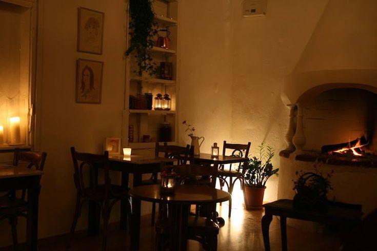 ΕΞΟΔΟΣ   Πού να πιείτε καφέ δίπλα στο τζάκι στην Αθήνα