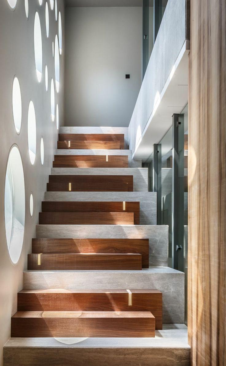rampe escalier int rieur moderne pour monter et descendre l gamment rampe escalier int rieur. Black Bedroom Furniture Sets. Home Design Ideas