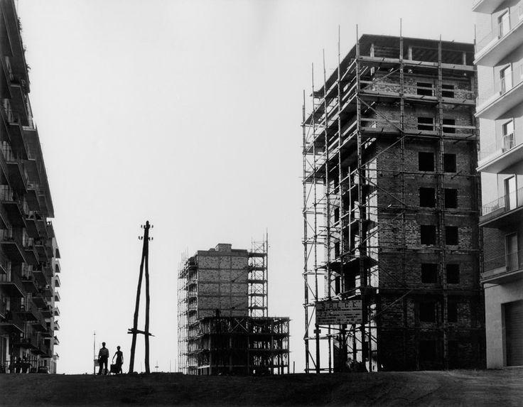 Herbert List.   ITALY. Rome. Construction in the Cine Citta Suburb. 1950.  Magnum Photos -