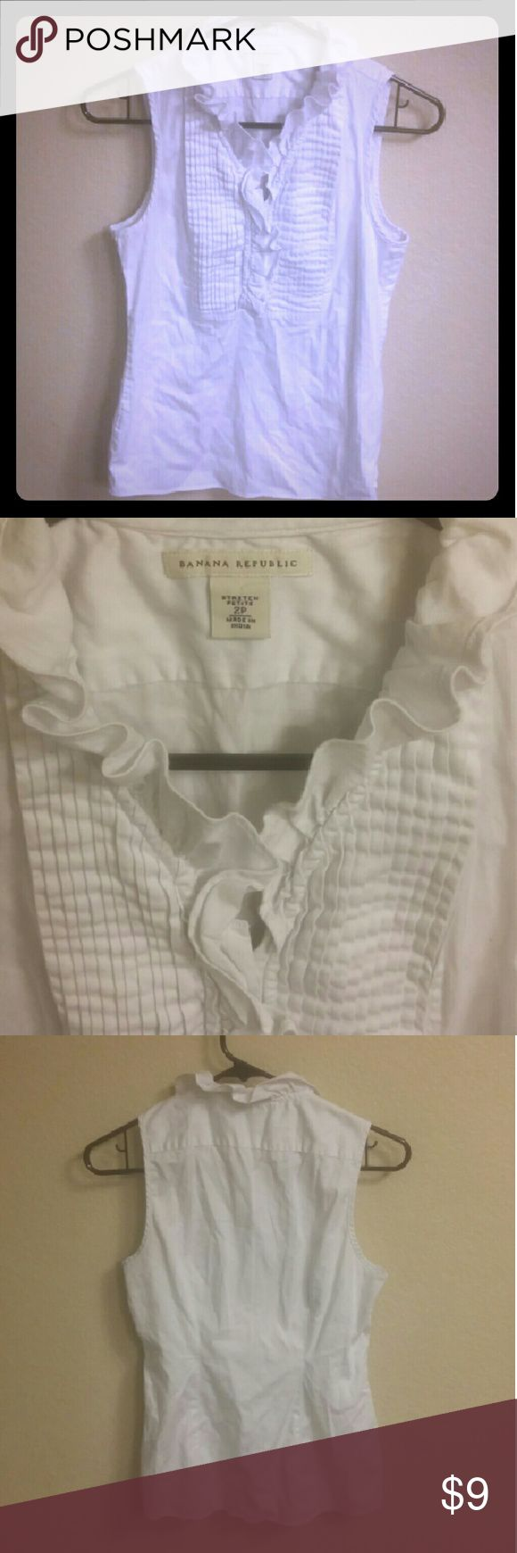 Banana Republic White Blouse Banana Republic White Blouse. Good condition. No stains. Great Blouse to wear to the office. Banana Republic Tops Blouses
