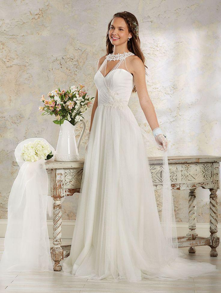 Usoara, fina, delicata - o rochie de mireasa perfecta pentru o nunta de vara.   Materiale folosite: Point D'esprit si tulle englezesc.  Disponibila in alb sau ivory.