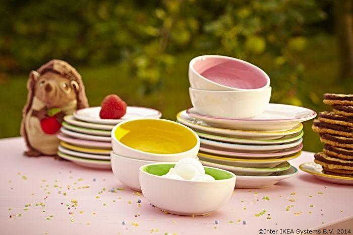 Când farfuriile sunt colorate, prichindelului tău îi poate veni pofta de mâncare mai repede.