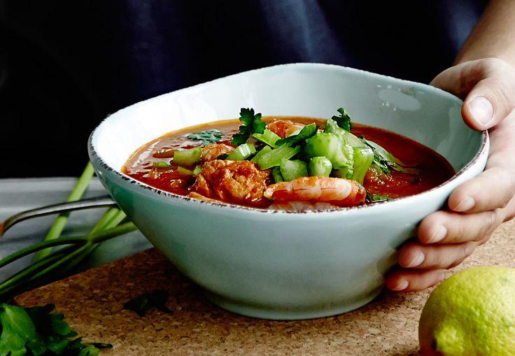 Spicy tomatsuppe med reker, laks og torsk