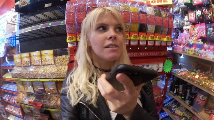 """Emma hänger med sin bästa kompis i Göteborg   VLOGG #57  Emma börjar med att köpa mat på sitt favoritmatställe Yammi med sin bästa vän Sabina. Emma berättar att hon börjat spela Pokémon Go igen! Emma berättar hur hon träffade sin bästa vän och att hon är gravid och att hon ska föda i Augusti!  Sedan åker Emma och Sabina till psykakuten för att få medicin för henens ADD. Emma och Sabina köper godis till videon """"Testar Konstig Godis""""  Se vår """"Testar Konstigt godis"""" här:  Emma och Konrad testar…"""