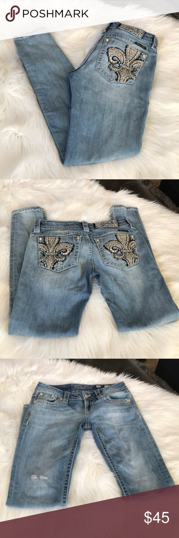 Miss Me Skinny Jeans Great condition Miss Me Skinny Jeans size 26 inseam 29 Miss Me Jeans Skinny
