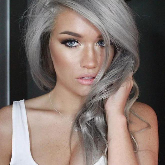 teignez vous les cheveux en gris la crinire de mamie cest - Coloration Blond Gris