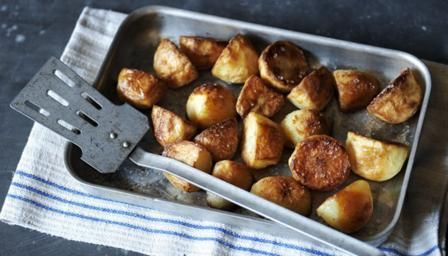 If you're looking for the perfect roast potatoes for your Christmas dinner, look no further. This recipe creates deliciously fluffy potatoes on the inside and plenty of crunch on the outside.