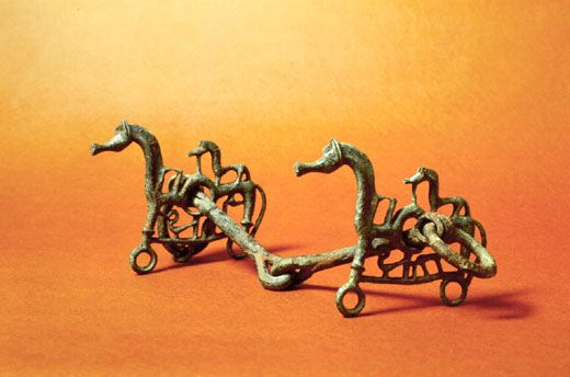 Museo Archeologico: morsi di cavallo, dalla necropoli di Podere del Lago, nei dintorni dellAccesa #InvasioniDigitali il 27 aprile alle ore 10.30 Invasore: Vanda Peccianti