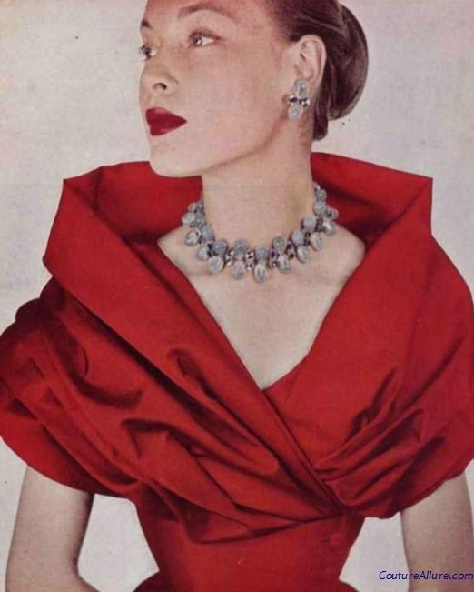 Portrait collars of the 1950s - nothing could be more flattering! Sheer elegance.