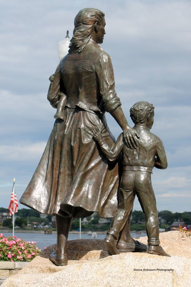 Fishermen's Wives Memorial, Gloucester, ...
