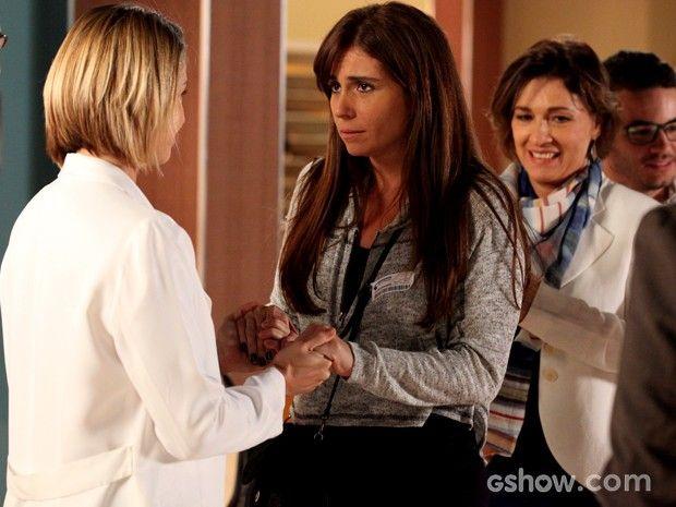 Silvia dá notícias de transplante de Cadu para Clara e família (Foto: Carol Caminha / TV Globo)