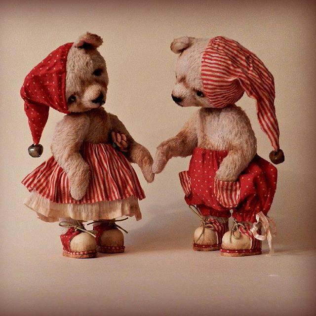 У меня остались только эти ребятки. Яркие и веселые,  как конфеты могут разъехаться по разным домам.  #мишки #тедди #теддимастер #красный #ищутдом #продам