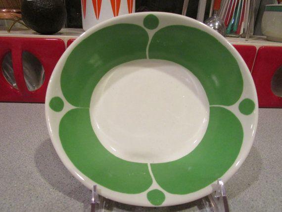 Hier ist eine seltene smaragdene grüne SUNNUNTAI Schale. Es ist in sehr guter…