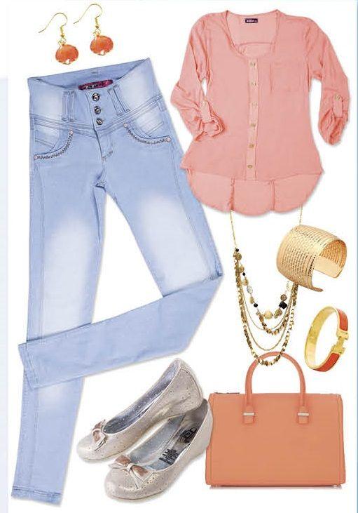 Look de Miércoles! Los tonos pastel se roban el protagonismo, como esta blusa en tono salmón y un jean claro con un suave proceso, combinados con accesorios Dorados y unas  Baletas beige con tacón virtual... Seguro te robaras más de una mirada! http://jeanstyt.com/portfolio-items/pantalon-eden/