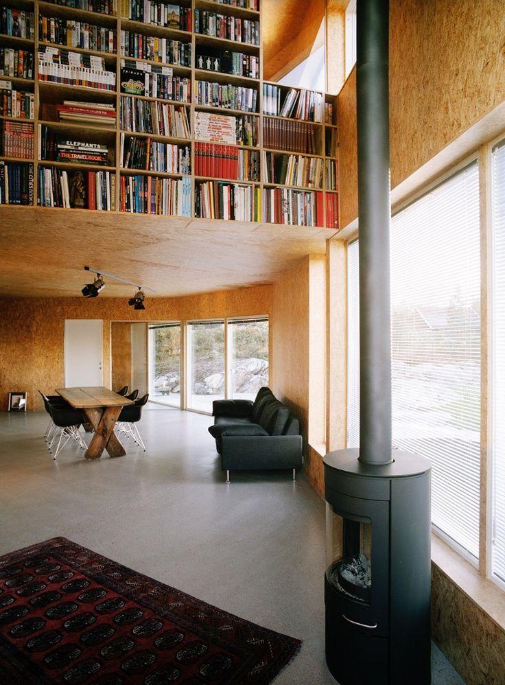 Bibliothèque, revêtement bois, grande baie vitrée
