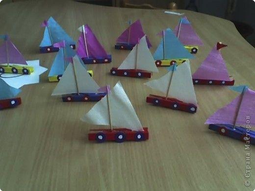 kleuters knutselen met wasknijpers, basisschool, (alleen foto), craft, recycle, elementary school, clothespeg boat