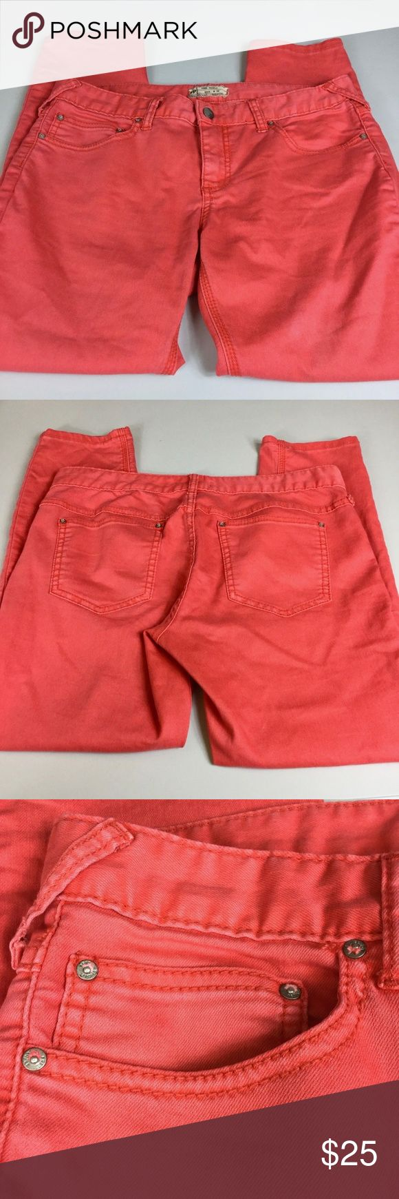 """Free People Pink Coral Skinny Cropped Jeans 30 This listing is for a pair of women's cropped/capri stretch denim jeans by Free People in a bright, pretty coral pink color.   Measurements: Waist: 34"""", Inseam: 27"""" Free People Jeans Ankle & Cropped"""