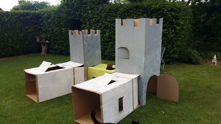 Activiteit met peuters : kartonnen kasteel-parcour Stimuleert grove motoriek