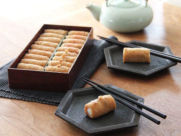 【ELLE a table】女子ウケ200%! つまみやすくておいしい、「呼きつね」の「いなり寿司」|エル・オンライン