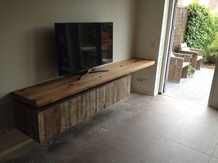 Zwevende Plank Onder Tv.Houten Plank Als Tv Meubel Diy Stoer En Robuust Tv Meubel Roomed