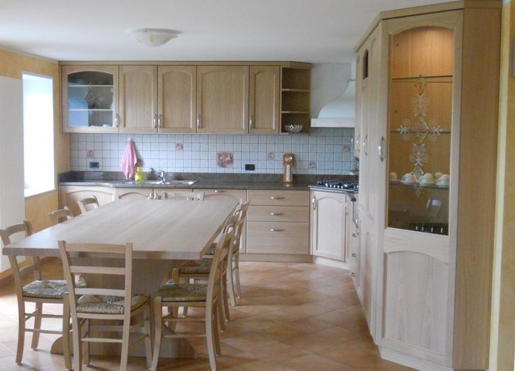 Oltre 25 fantastiche idee su tavolo da cucina angolo su pinterest ripostiglio cucina tavolino - Cucina rovere sbiancato ...