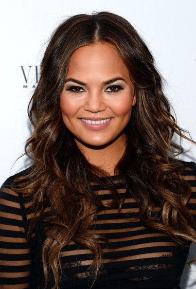 Chrissy Teigen // so obsessed with her golden highlights