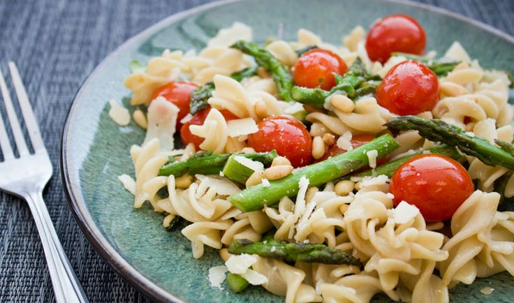 Fusili Garden Pasta, another of my favorite Trader Joe's recipes using one of my favorite TJ products, frozen asparagus. I blanch it for one minute before using it in this recipe.